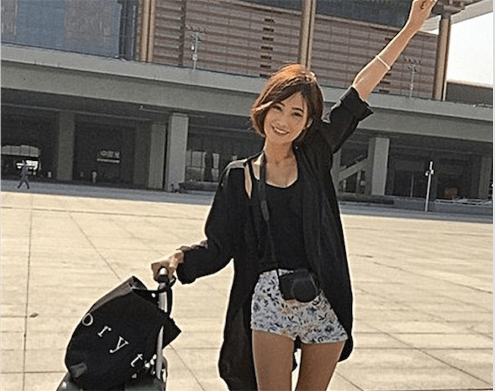 Sexy Chinese backpacker becomes an overnight sensation; find out how she does it!