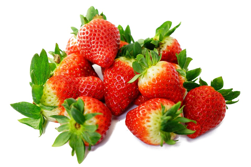 How to Whiten Your Teeth Naturally- Strawberries