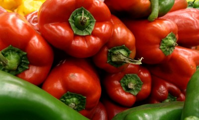What are the differences between green and red peppers