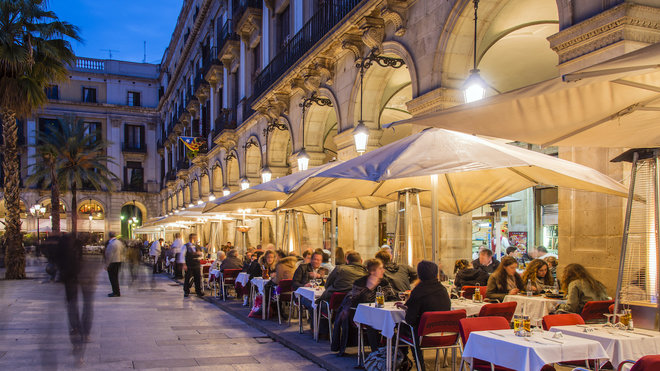 People eating late at night in Spain
