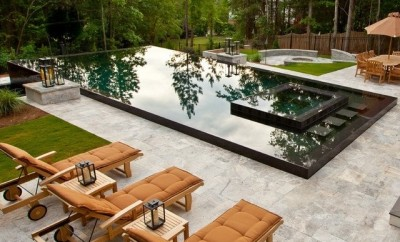 Backyard with a splash pool and lounge sun chairs