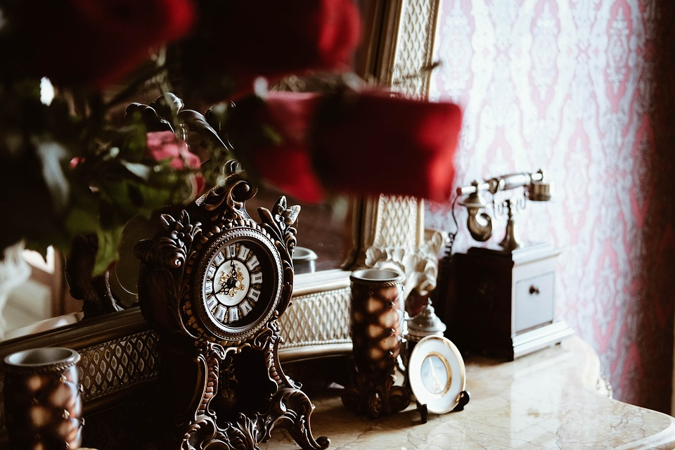 Creative Ways to Decorate Your Home Using Vintage Finds- Bedroom vintage decor