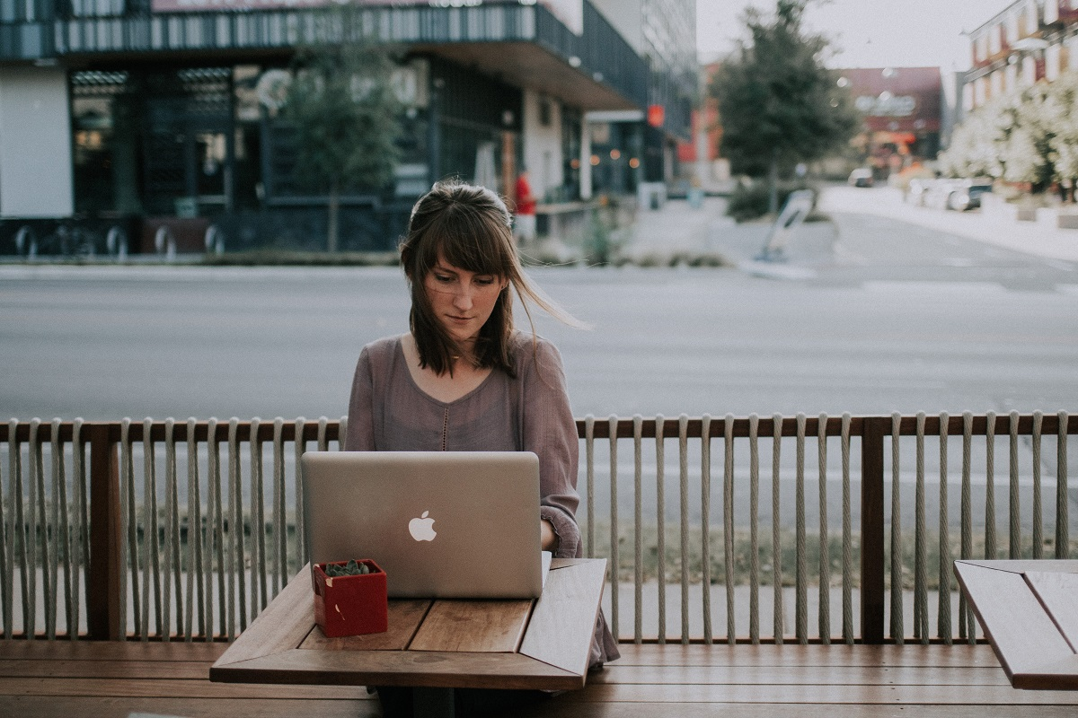 woman working at the desk