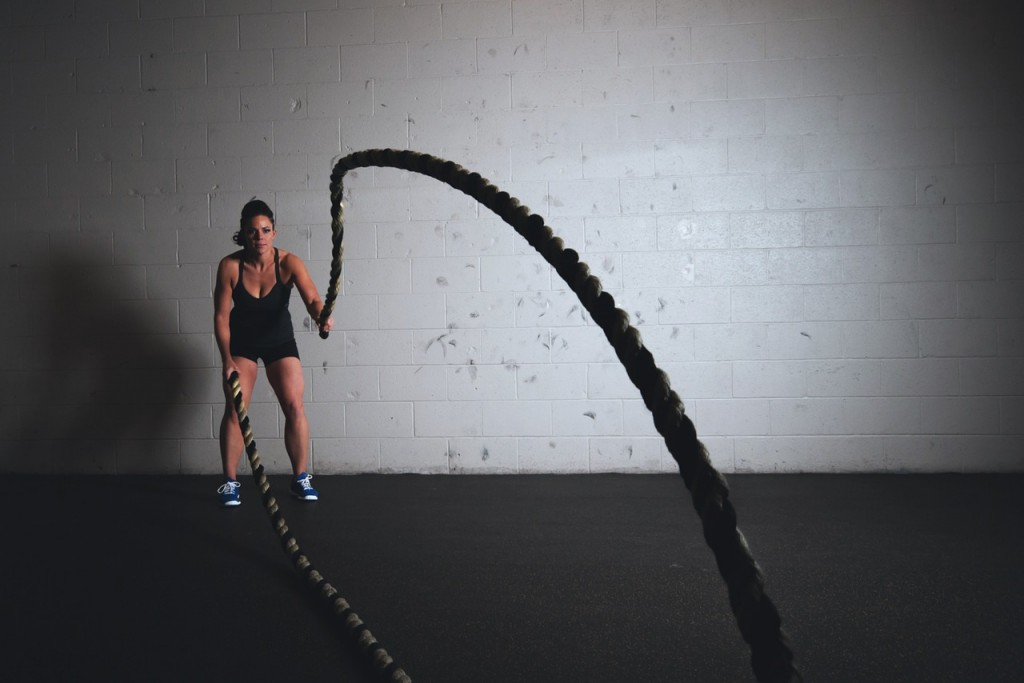 lady using rope exercise