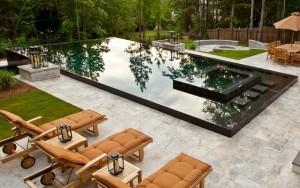 Backyard with a splash pool and lounge sun chairs