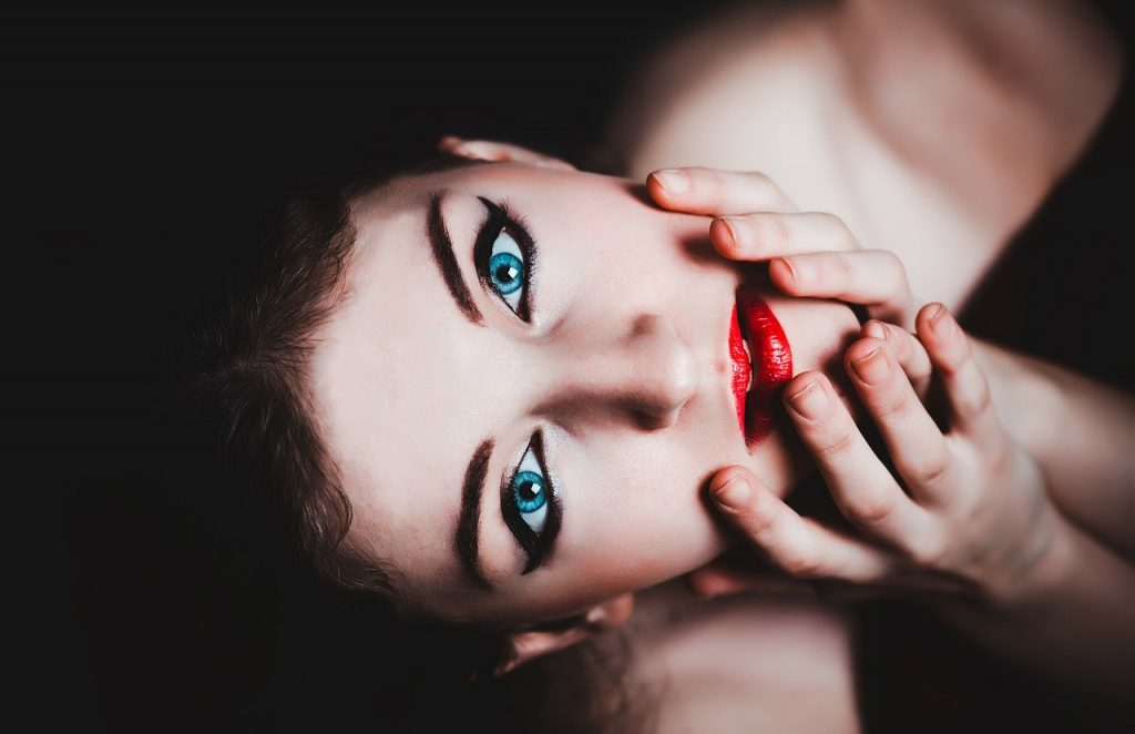 6 Catwalk Beauty Trends: Fall &Winter Makeup Ideas