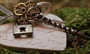 golden key lock and keys