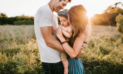 couple cuddling a toddler between them