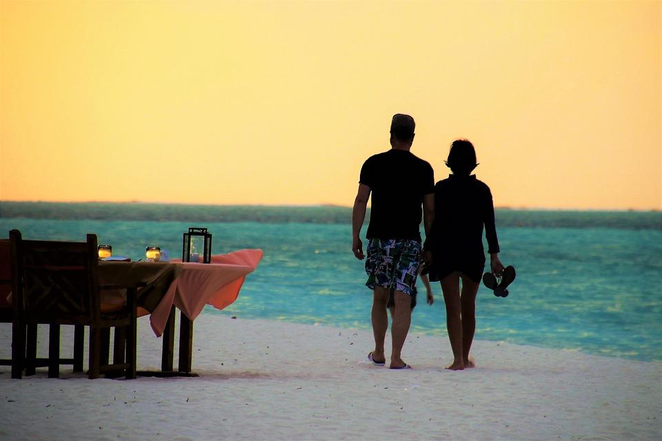 Couple honeymoon in the beach
