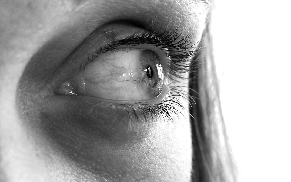 woman eyesight issues