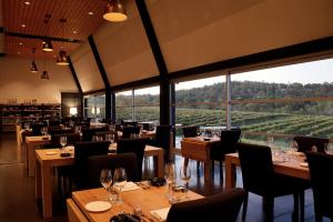Restaurant, Dining tables