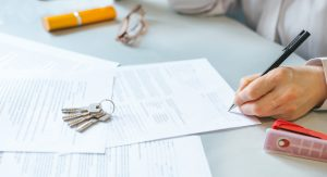 How To Sell Your Southern California Home Safely [Owners Checklist] sign legal papers