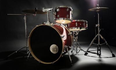 Set of drums, snare drums