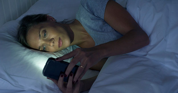 5 Mistakes That Deny You Quality Sleep- Cellphones-sleeping-time