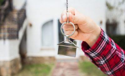 Man holding keys up